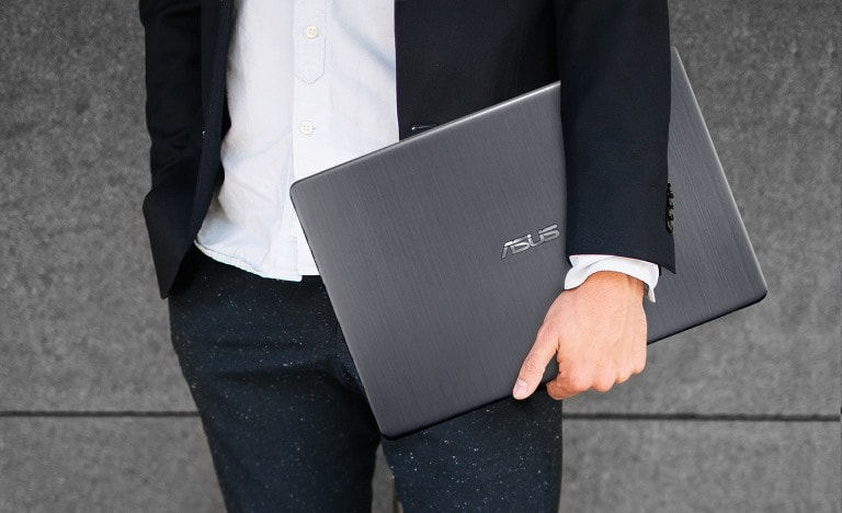 Asus Vivobook S is Easy to Handle with single hand